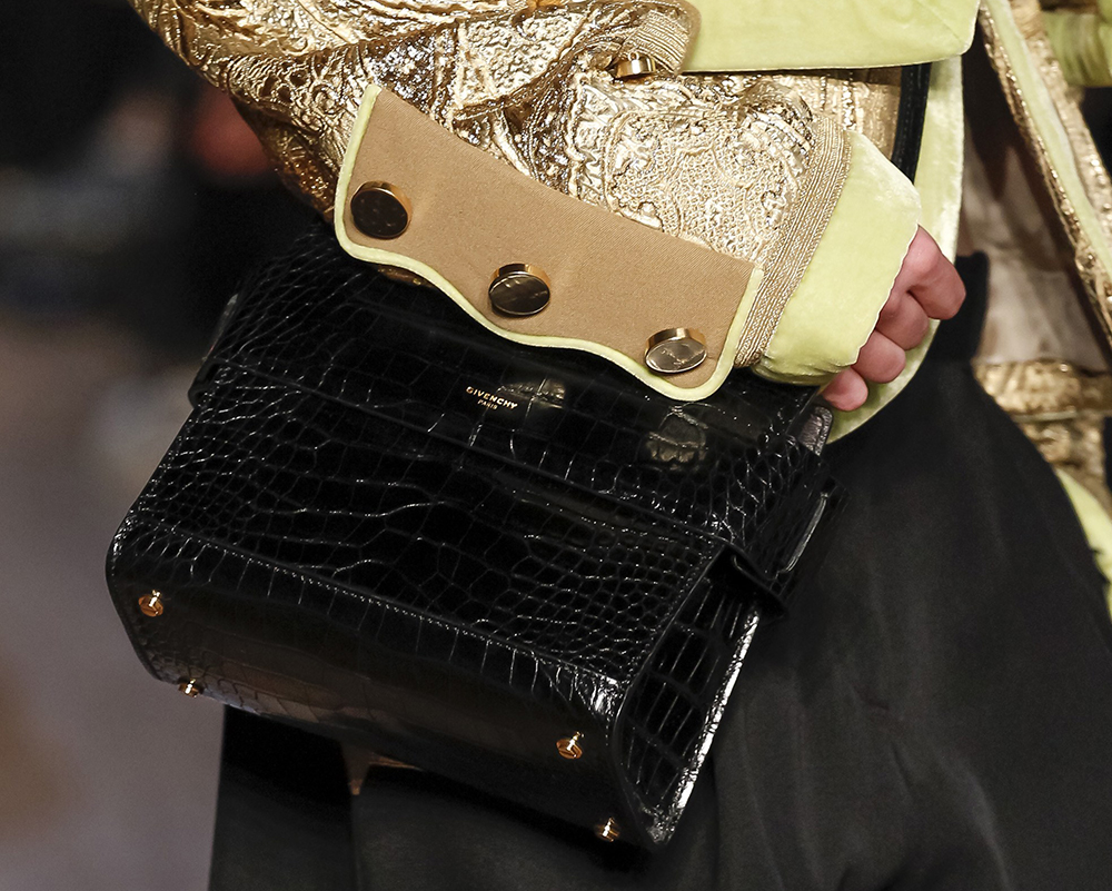 Replica Givenchy Rarely Gave Us A Better Look At Its Big New Bag On ... add6c0b3644bb